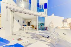 Willa w Colònia de Sant Jordi - Beachfront Apartment Migjorn Cel