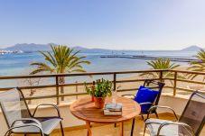 Apartament w Port de Pollença - Beachfront Apartment Simar